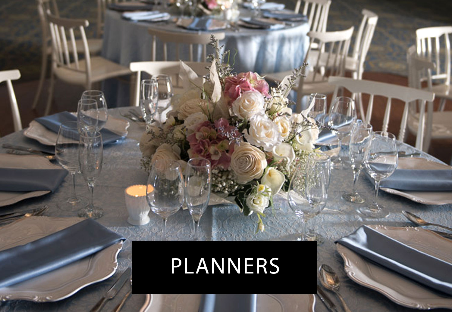 White-and-blue-theme-Montreal-wedding-planners